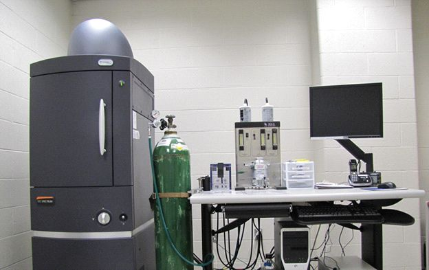 Photograph of the IVIS spectrum Imaging instrument